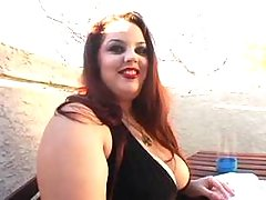 Big sweetie w huge boobs shows off
